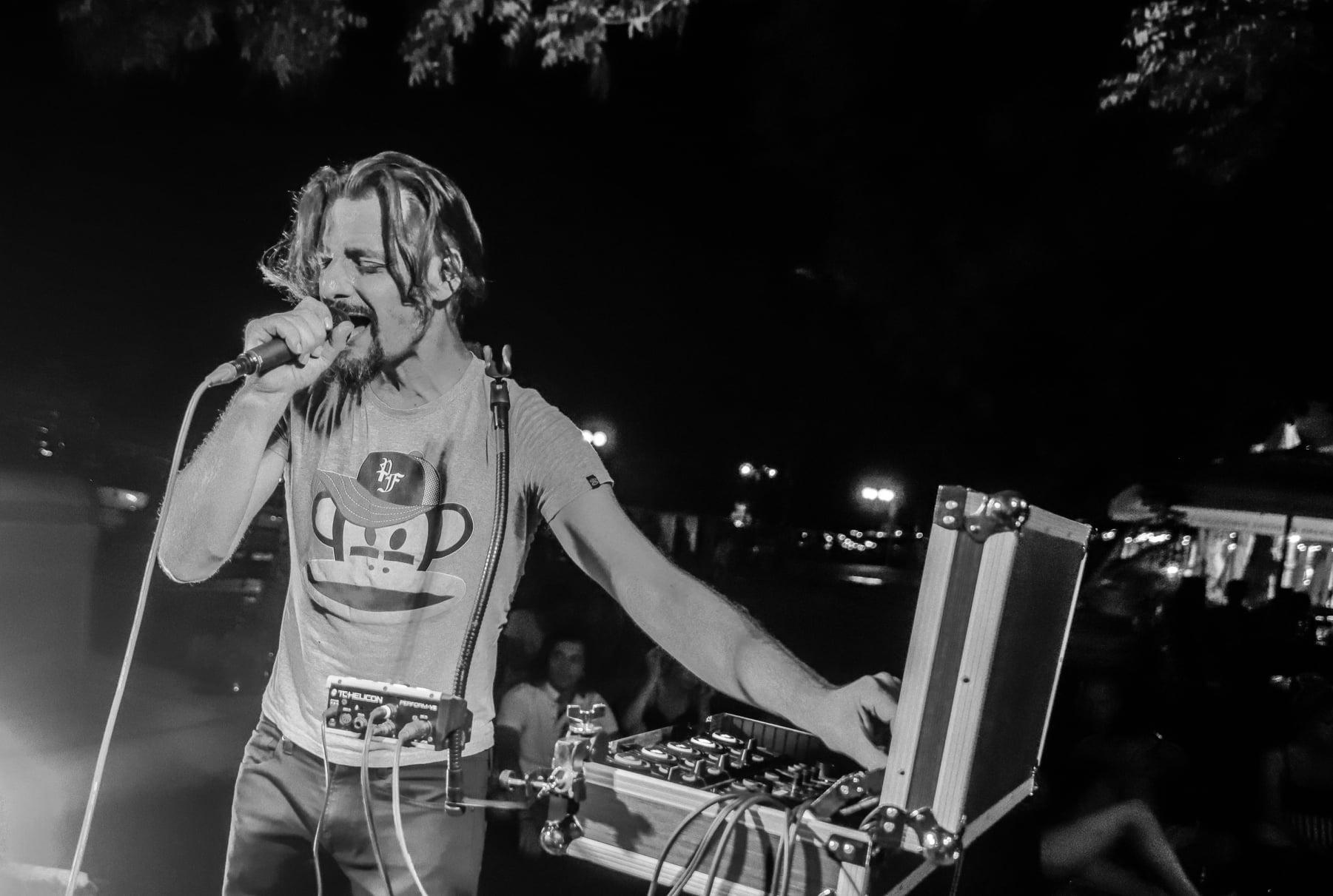 """Surka iz svoje beatbox manufakture izbacuje singl inspiriran klupskom scenom 90-ih """"Tražim put"""""""